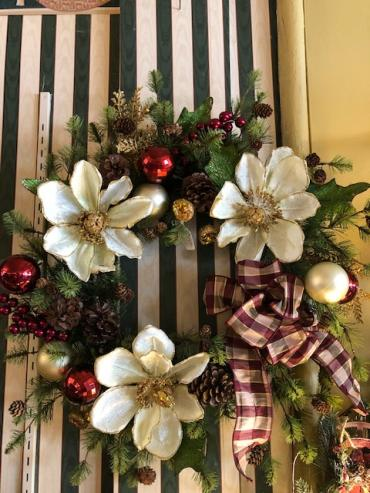 "24"" Wreath with Cream and Gold Magnolias"